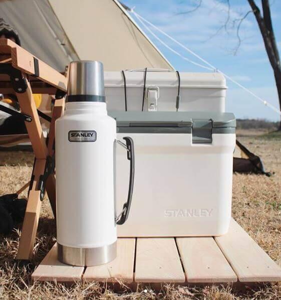 Yaz kamplarının değişmez ürünü Stanley Termos kamplarda içeceklerinizi sıcak veya soğuk tutmaya yarar. Bununla birlikte buzları 5 güne kadar tutabilir. Daha fazla tutan modelleri de mevcuttur. Stanley termos hava koşulları farketmeksizin pek çok kampta kullanılır.